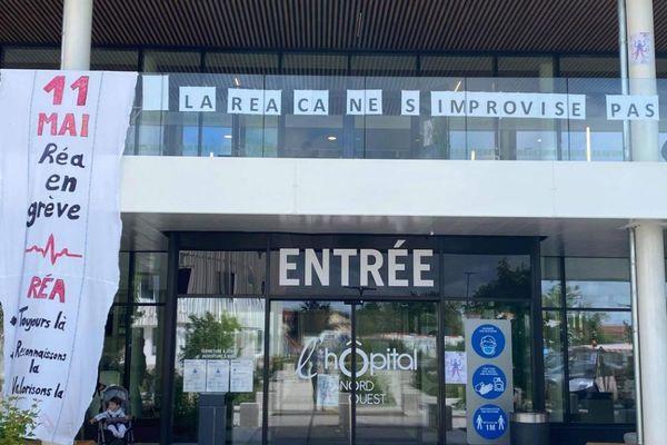 Entrée de l'hôpital Nord-Ouest de Villefranche-sur-Saône, mardi 11 mai 2021