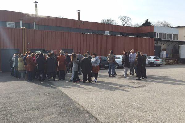Une cinquantaine de salariés de l'entreprise Bernardaud ont cessé de travailler, mardi 10 mars, pour protester contre le licenciement de 4 salariés pour des motifs économiques