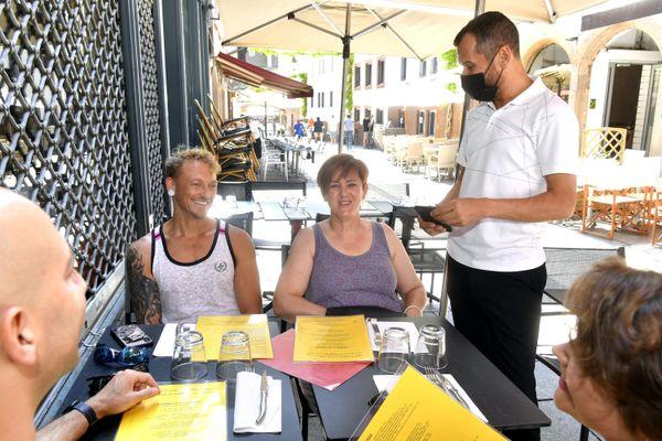 Depuis le 9 août 2021, il faut présenter son pass sanitaire pour s'attabler au restaurant.