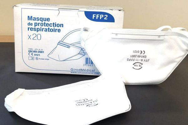 Les masques FFP2 doivent permettre de protéger leurs porteurs contre des risques de transmission d'un virus (image d'illustration).