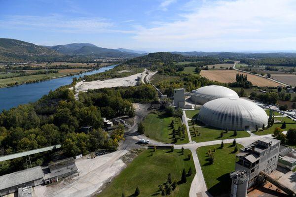 La cimenterie Vicat à Montalieu-Vercieu, en Isère. / © JEAN-PIERRE CLATOT / AFP