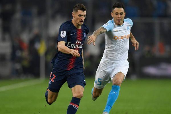 Thomas Meunier accélère face à Lucas Ocampos, lors du match PSG-OM du 28 octobre 2018 en Ligue 1.