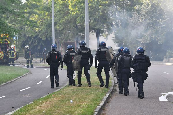 Des forces de l'ordre dans le quartier des Grésilles à Dijon, le 15 juin 2020.