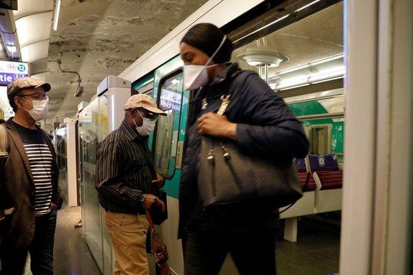 Le port du masque est obligatoire dans le métro et dans les trains