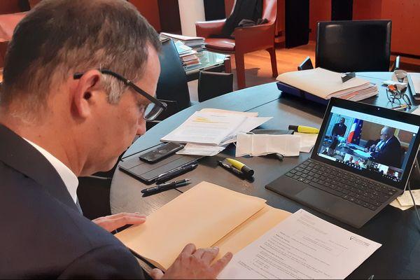 Gilles Simeoni face à Edouard Philippe, par écrans interposés, lors de la réunion
