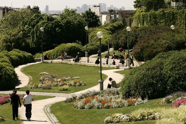 Le Parc de Belleville, dans le 20e arrondissement, fait partie des dix espaces verts de Paris qui ouvriront une heure plus tôt à partir du 2 mai 2019.
