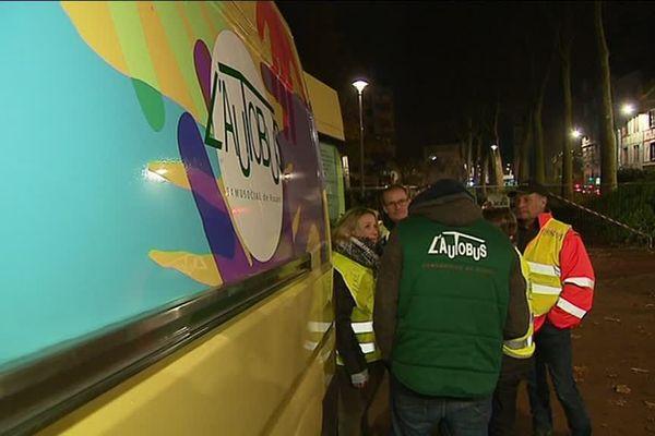 Les Gilets Jaunes et les bénévoles de l'Autobus