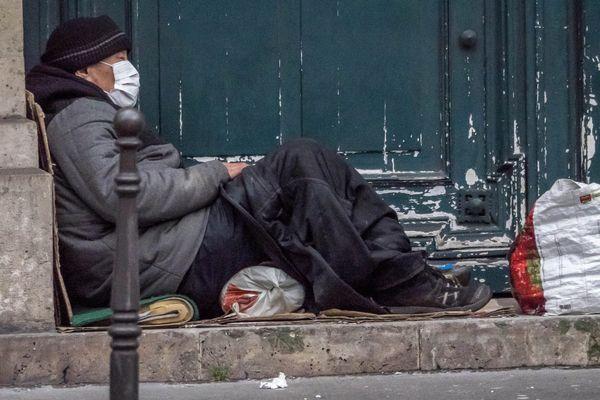 Le ministre du Logement a annoncé ce samedi 21 mars, la mise à disposition de 2 000 places d'hôtel supplémentaires en France pour héberger des sans-abris, dont 110 dans le Rhône.