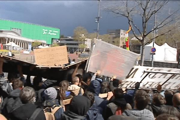 Manifestation en marge du comité interministériel à Vaulx-en-Velin ... 13/4/16