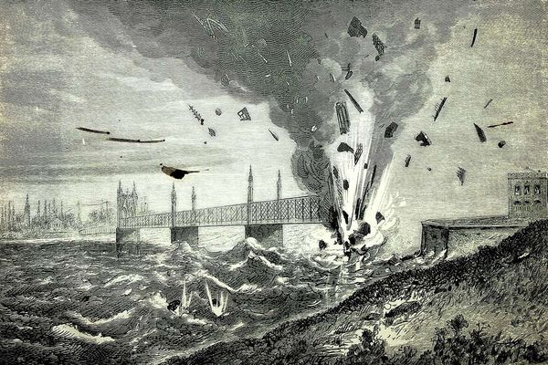 Depuis la rive de Kehl, le pont de chemin de fer est dynamité par les soldats badois, le 22 juillet 1870
