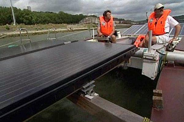 L'Association Concept Hélios propose des croisières gratuites sur la Seine à bord d'un bateau solaire.