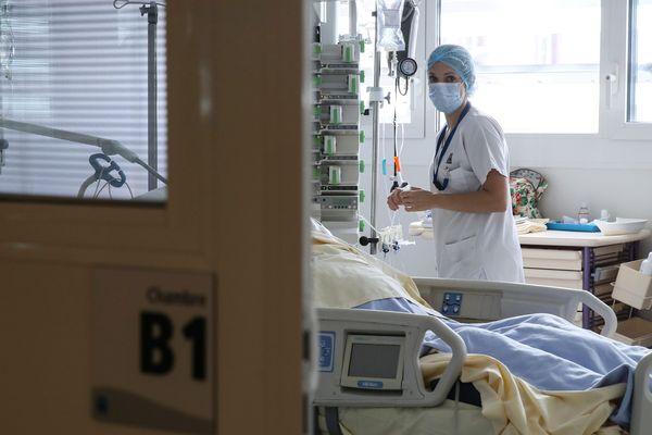 Unité de réanimation au CHU de Rennes. Dans ces services, où la prise en charge est particulièrement lourde, le règlement impose qu'il y ait deux infirmières pour cinq patients et une aide-soignante pour quatre patients.