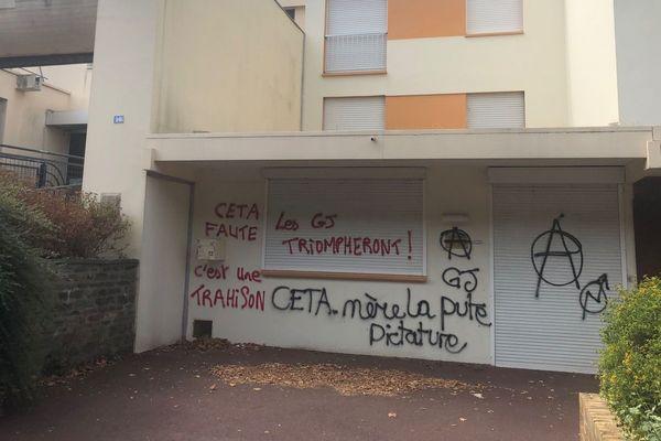 La permanence de la députée LREM Sira Sylla à Grand-Quevilly a été vandalisée.
