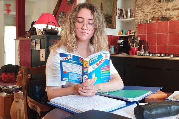 Lucile a déjà été acceptée à la Sorbonne, l'année prochaine, pour suivre un cursus en Musicologie. De quoi être motivée pour décrocher son Bac.