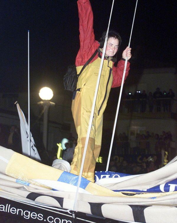 Ellen Mac Arthur à son arrivée du Vendée Globe 2000, le 12 février 2001