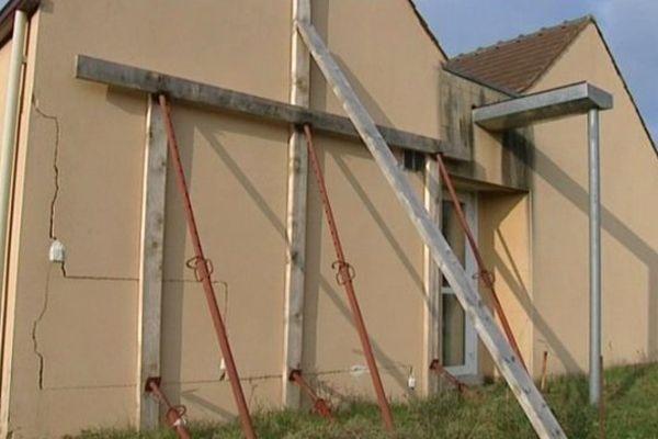 Un bâtiment d'Emmaüs a été très endommagé par les inondations à Pontigny, dans l'Yonne