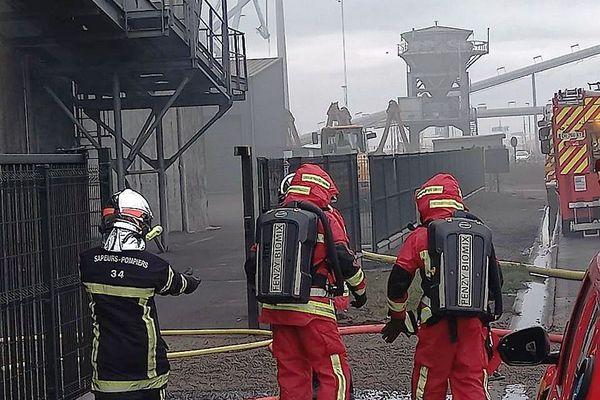 Sète (Hérault) : incendie dans un entrepôt de stockage de graines de céréales - 19 octobre 2020.