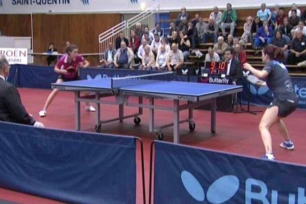 Les Saint-Quentinoises (en bleu et noir) ont mal fini leur belle saison de tennis de table.