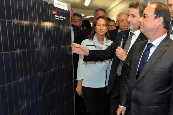 François Hollande le 20 août 2015 en visite à l'Institut national de l'énergie solaire au Bourget-du-Lac (Savoie)