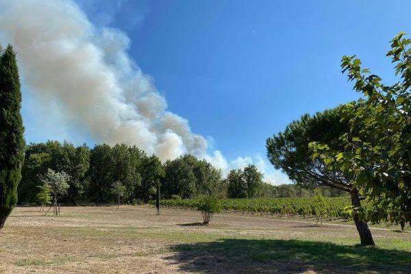 La fumée de l'incendie était visible du Château La Colombière.