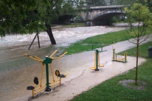 Gros débit pour la rivière Adour