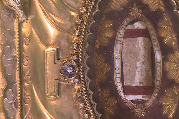Phalange de Saint-Nicolas conservée dans le trésor de la basilique de Saint-Nicolas-de-Port.
