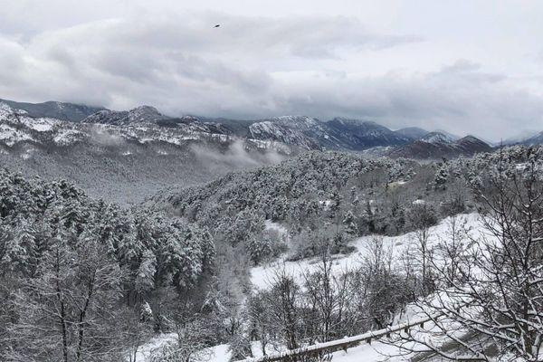 Alpes-Maritimes : Saint-Antonin s'est réveillé enneigé ce lundi 28 décembre 2020.