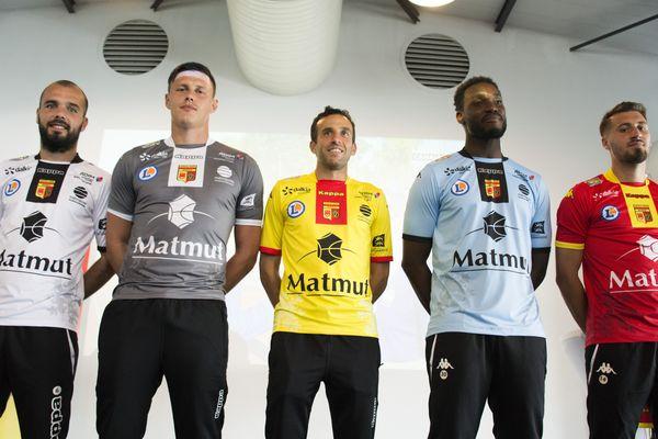 Les maillots que porteront les joueurs de QRM à domicile et à l'extérieur pour la saison 2017-2018.
