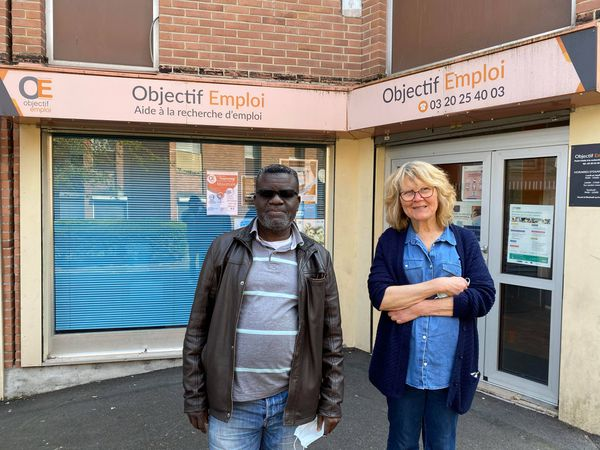 À gauche, Yannick Kabuika, directeur d'Objectif emploi et co-président du conseil de quartier. À droite, Marie-Odile Vautrin, présidente d'Objectif emploi.