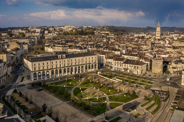 La ville de Périgueux, vidée de ses habitants.
