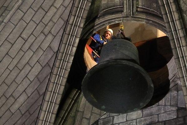 Les nouvelles cloches de Notre-Dame de Paris sonneront pour la première fois le samedi 27 mars 2013 à 17h.