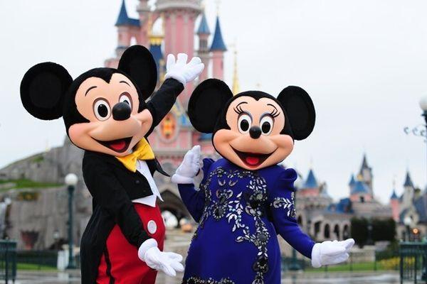 Après les attentats de Paris, la sécurité a encore été renforcée sur le site de Disneyland Paris, à Marne-la-Vallée (Seine-et-Marne).