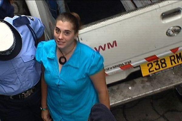 Aurore Gros-Coissy : l'arrivée au tribunal (Port-Louis - archives 14 janvier 2015)