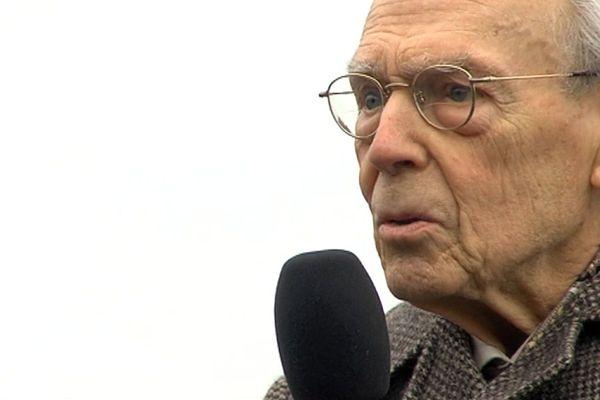 Maurice Lantier lors de la commémoration de l'armistice du 11 novembre en 2016, à Saint Lô (Manche)