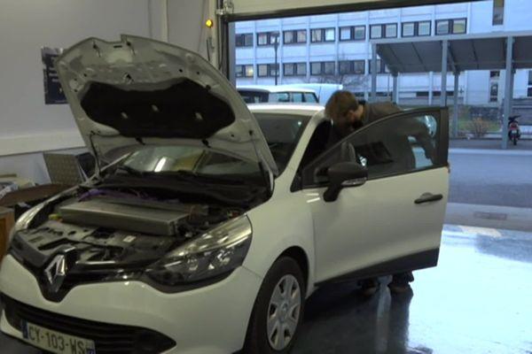 Cette Renault Clio Diesel possède désormais un moteur électrique.