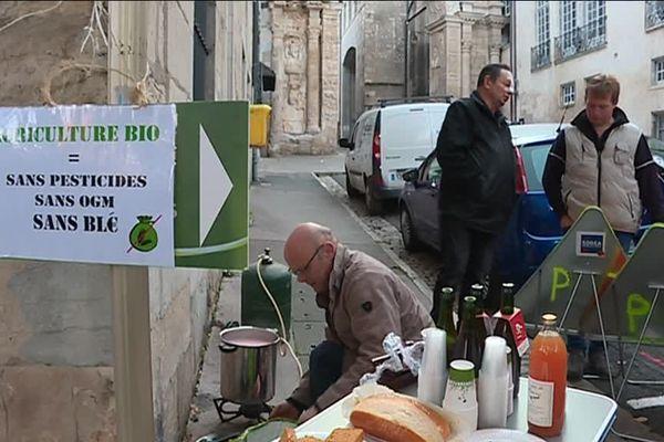 Manifestation des agriculteurs bio devant le conseil régional de Bourgogne Franche-Comté à Besançon
