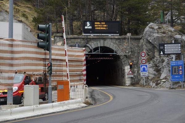 Ce chantier a débuté en 2014 et est financé à 41 % par la France et à 59 % par l'Italie.