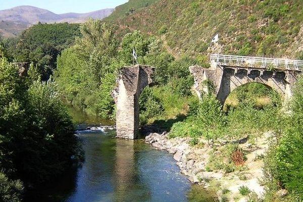 Ponte-Novu à Castello-di-Rostino (ILLUSTRATION)