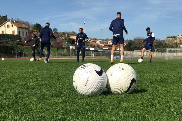 Les joueurs du Puy Foot 43 s'entraînent pour le match de 8ème de finale de Coupe de France face à Rumilly le 7 avril à 16h45.