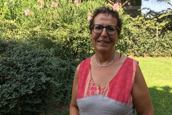 Cécile Fouquet, bénévole à l'association Contact qui aide les parents, participe aux Gaygamesà Paris.