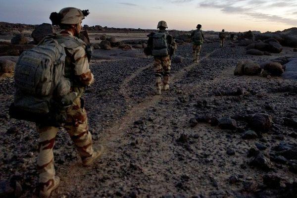 Patrouille de soldats français au Mali, le 1er mars 2013