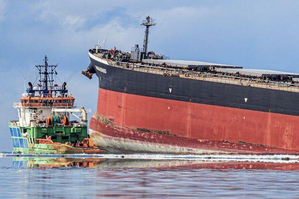 Fin juillet, près de 1000 tonnes de fioul se sont déversées dans l'océan Indien après le naufrage d'un vraquier japonais. La Charente-Maritime s'entraîne à intervenir en cas de naufrage près de ses côtes.