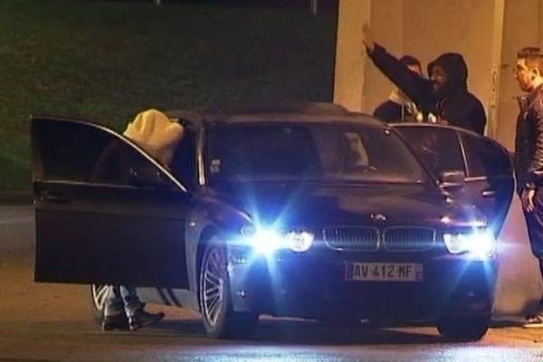 L'étrange salut de Dieudonné à ses fans le 09 janvier 2014 devant le Zénith de Nantes-Saint-Herblain