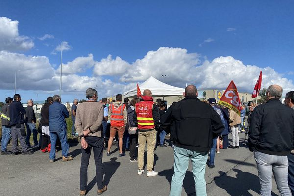 80 personnes se sont rassemblées en hommage à la salariée de Lidl qui s'est suicidé