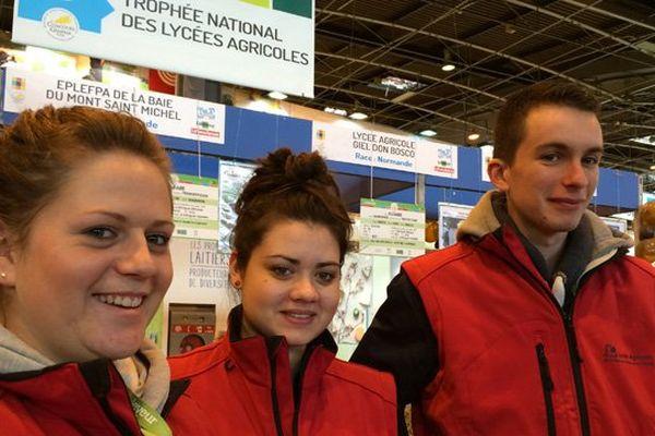 Léa, Louise et Alexandre, trois passionnés de chevaux, élèves au lycée de Saint-Hilaire du Harcouët (Manche)