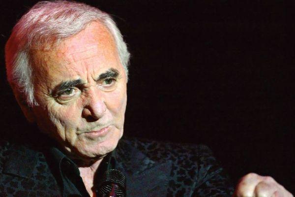 Charles Aznavour durant sa tournée mondiale le 5 octobre 2002 à Hambourg.