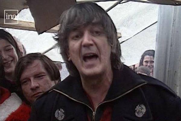 En février 1995, Jacques Higelin était venu soutenir l'association DAL 38 à Grenoble. Il avait du mal à parler ... il s'est exprimé en chanson !
