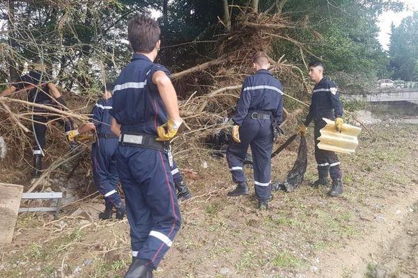 Les jeunes sapeurs-pompiers ont aidé au nettoyage des rives dans l'Aude.