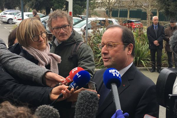"""François Hollande, président de la fondation """"La France s'engage"""" visite l'entreprise Familéo"""