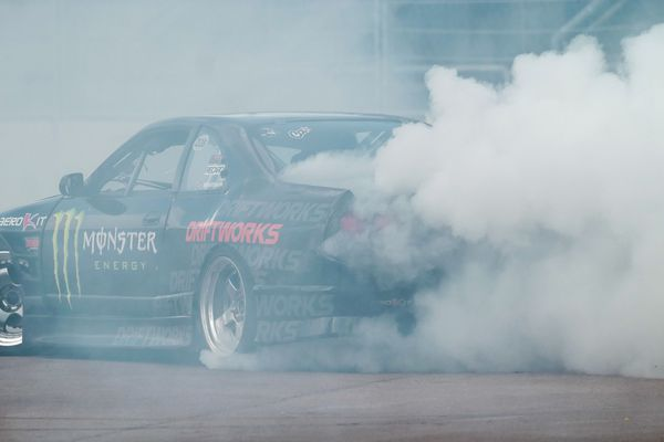 Le drift (en anglais drifting, « dérive ») est une discipline de sport automobile dans laquelle le pilote contrôle le véhicule pour qu'il glisse d'un côté à l'autre de la piste bitumée.